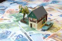 Haus auf vielen Geldscheinen