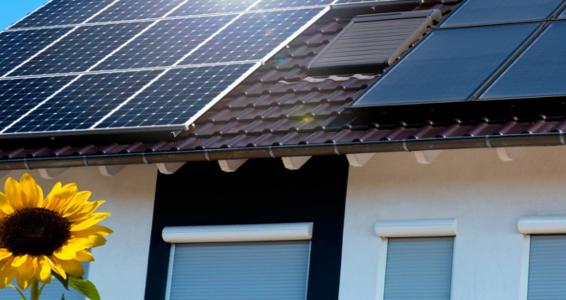 Ein Haus mit Solardach